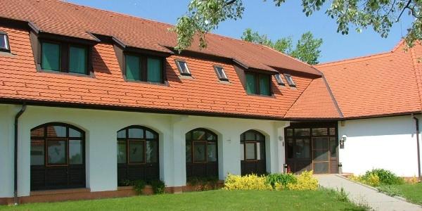 A Sterbetz István Túzokvédelmi Látogatóközpont