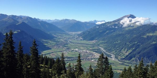Fünf Dörfer/Rheintal und Alpenstadt Chur aus der Vogelperspektive