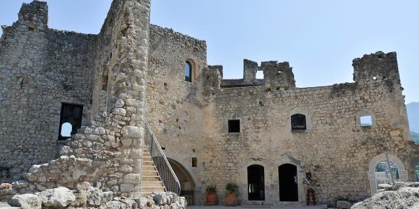 L'interno del castello di Drena