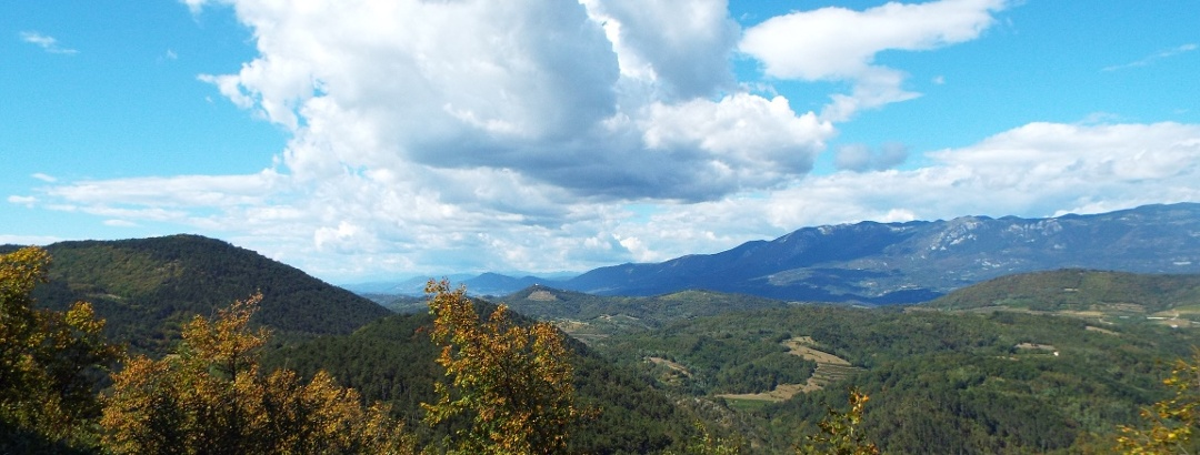 Blick vom mittelalterlichen Štanjel ins Hinterland mitten in der Karst-Landschaft