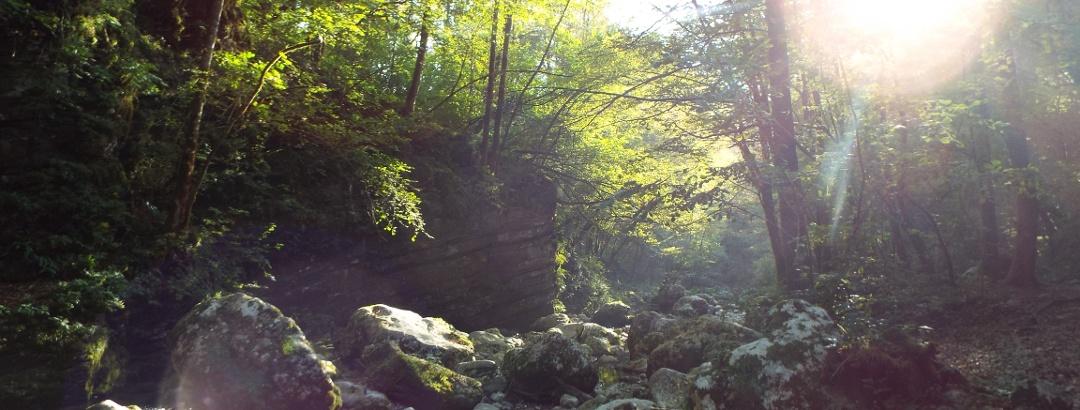 Geschichtslehrpfad von Kobarid längs der Soča zum Wasserfall Slap Kozjak