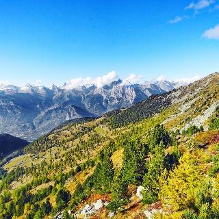 Vue sur la vallée en automne