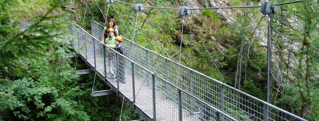 Hängebrücke über den Lehnbach
