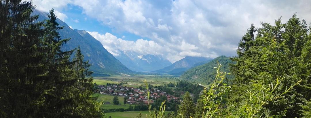 Blick aufs Zugspitzmassiv von Eschenlohe aus