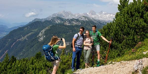 Am Stoderzinken, im Hintergrund der Dachstein-Gletscher