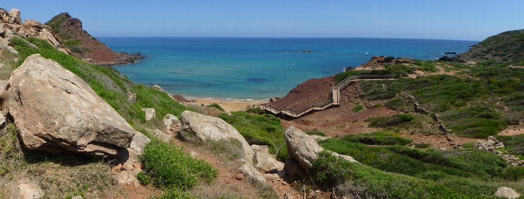 Panoramabild des Abstiegs zur Küste.