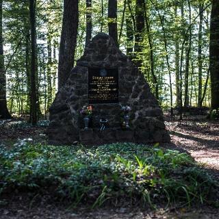 A Scherg síremlék
