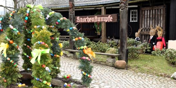Osterbrunnen am Heimatmuseum Knochenstampfe Dorfchemnitz