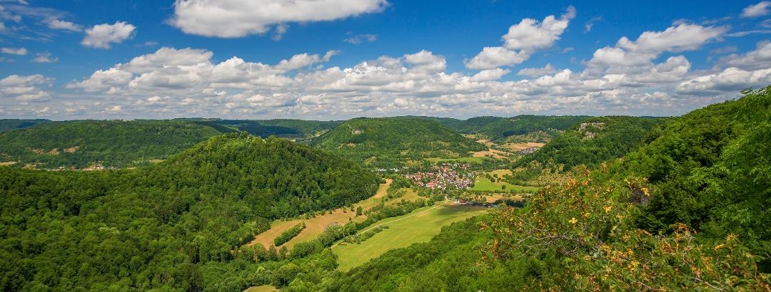 Blick vom Badfelsen oberhalb von Bad Ditzenbach