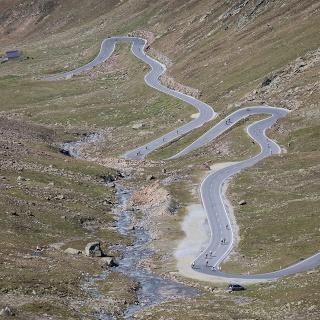 Serpentinen kurz vor der Passhöhe