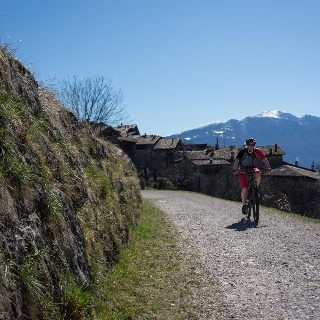 To Lake Tenno, in the background the village of Canale, the snowy Monte Baldo and Lake Garda
