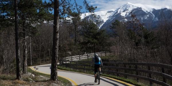 La pista ciclabile verso Monte Taglio di Sarca