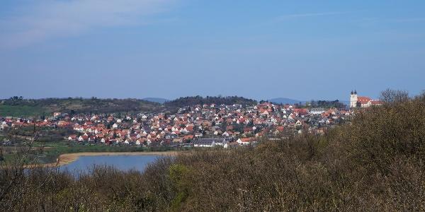 A Belső-tó fölé épült Tihany