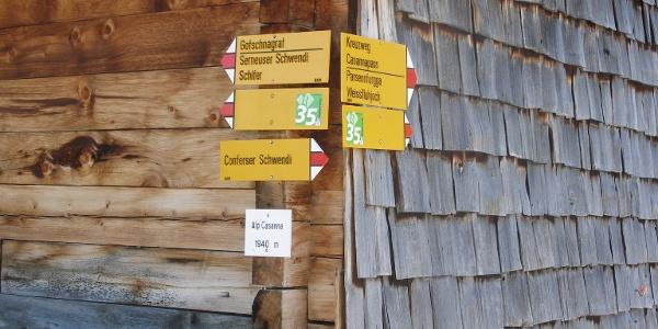 Etappe 19: Wegweiser bei der Alp Casanna oberhalb Klosters