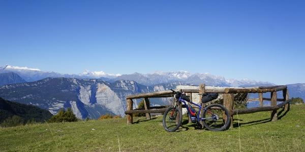 Die Aussicht der Brenta-Dolomiten bei der Malga Campo