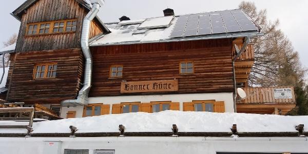 Startpunkt für die heutige Tour: die verschneite Hütte.