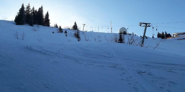 Gipfelanstieg neben dem Gipfellift
