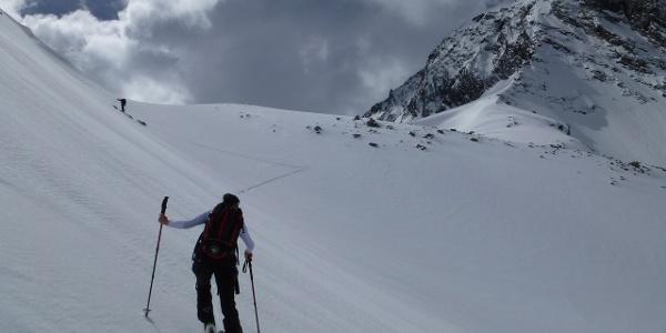 Kurz unterhalb des Schneeigen Ferwalljochs 2908m beginnt sich das Gelände schon wieder zurückzulegen