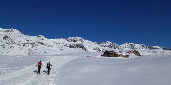 Vorbei an der Schönwieshütte 2266m