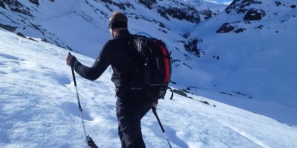 Wir verlassen den Talboden und steigen nun das Schwarzenbergkar hinauf zum Schwarzenbergferner