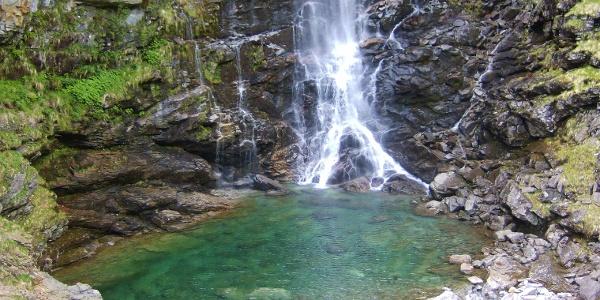 La cascata e il bacino della Froda, Sonogno