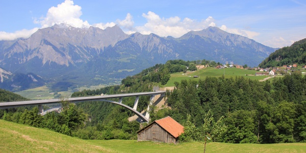 Die grösste Bogenbrücke der Schweiz - die Taminabrücke