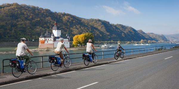 Rheinradweg bei Kaub, Blick auf Pfalzgrafenstein