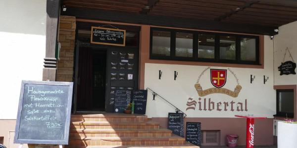 Eingang zum Forsthaus Silbertal