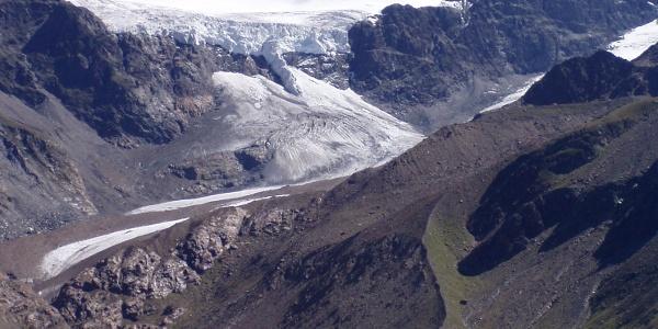 Der Langtauferer Ferner, rechts führt der Gletscherlehrpfad hinauf zur Weißkugelhütte.