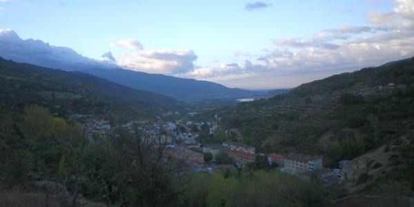 Aufstieg mit Blick zurück auf Banos de Montemayor