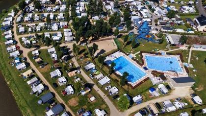 Luftaufnahme Freibad und Campingplatz
