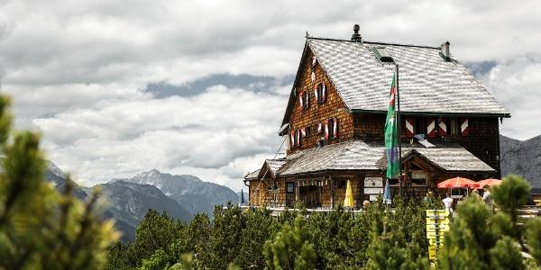 Blick auf die Peter-Wiechenthaler-Hütte