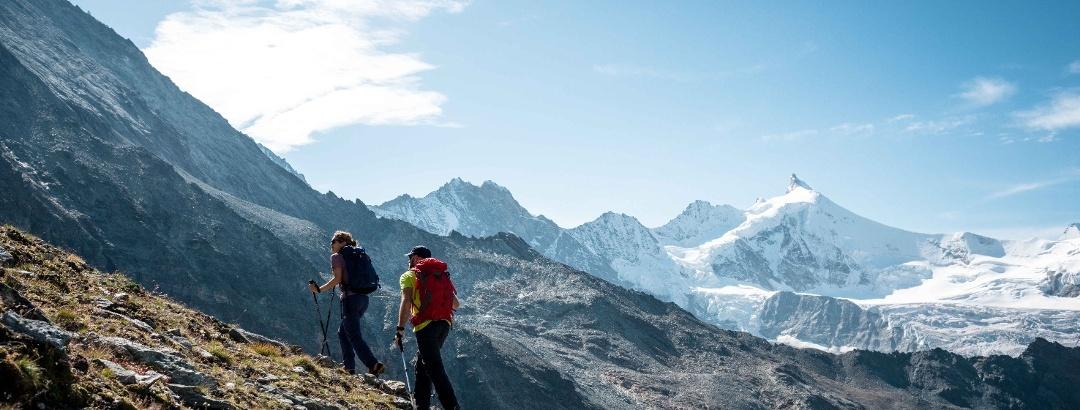 Wanderer im Val d'Anniviers.