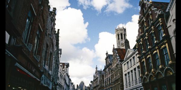 Rückblick aus der Steenstraat zum Belfort und Provinzialpalast