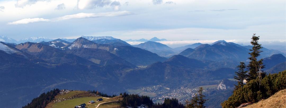 Blick nach St. Gilgen hinab um 1400 m