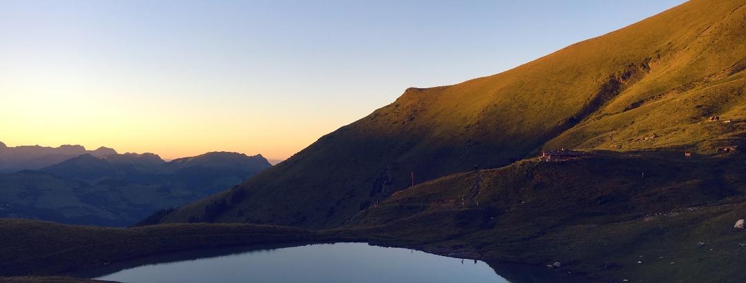 Lac d'Anthème bei Sonnenuntergang