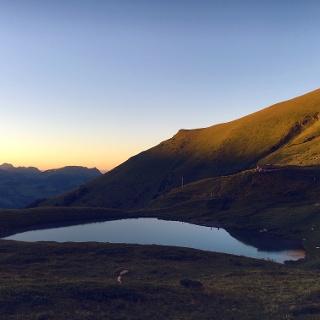 Lac d'Anthème au coucher du soleil