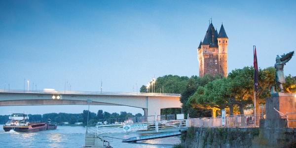 Nibelungenturm und Hagendenkmal am Rhein