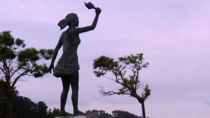 """Muelle de Somo: escultura """"Los Adioses"""" (Javier Soto, 1994)"""