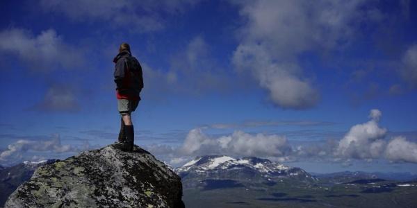 Auf dem höchsten Punkt des Geithøtta mit Blick auf den Snota
