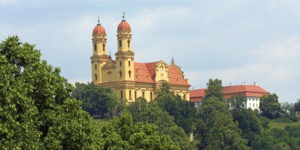 Wallfahrtskirche und Schloss oberhalb Ellwangen/Jagst