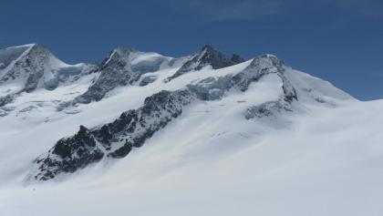 über die linke Gletscherrampe auf die rechte Firnkuppe