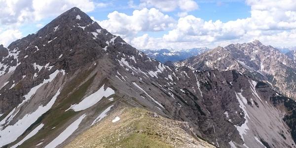 Kreuzspitze von Kuchelbergkopf - rechts im Schuttkar verläuft der Abstieg