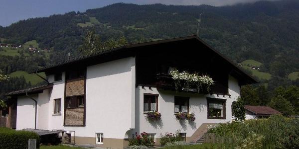Haus-Zelfenstrasse-Sommer-Klein