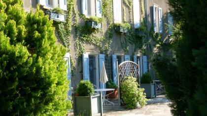 façade-40518.jpg