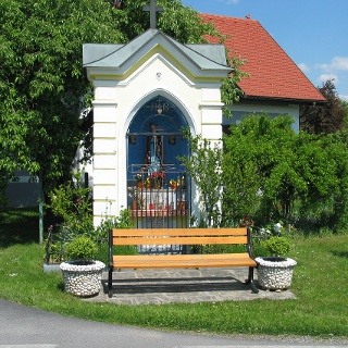 Hirmi-Kapelle mit Bankerl