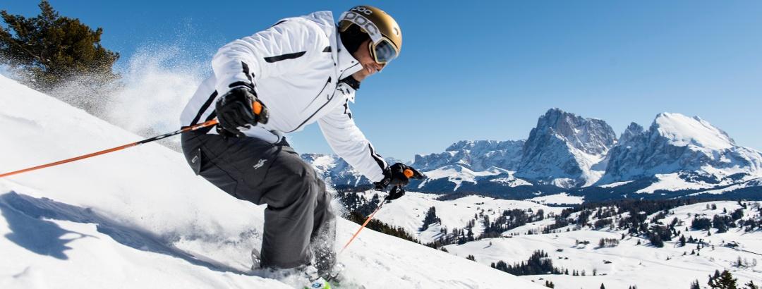 Esquí en las soleadas pistas de Alpe di Siusi