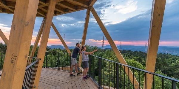 Der Guckler Károly-Aussichtsturm