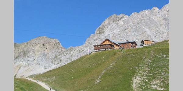 Ulmer Hütte im Sommer