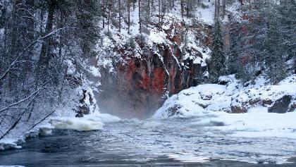 Les rapides de Kiutaköngäs en hiver
